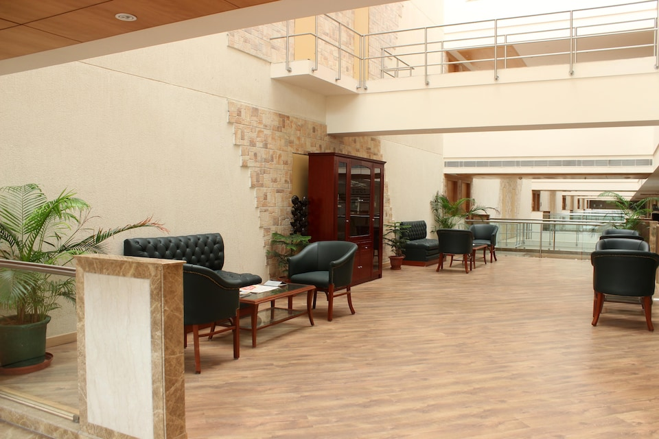 OYO 2560 Hotel Savoy suites