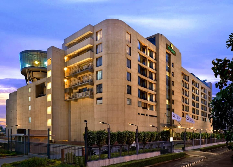 OYO 2560 Hotel Savoy suites -1