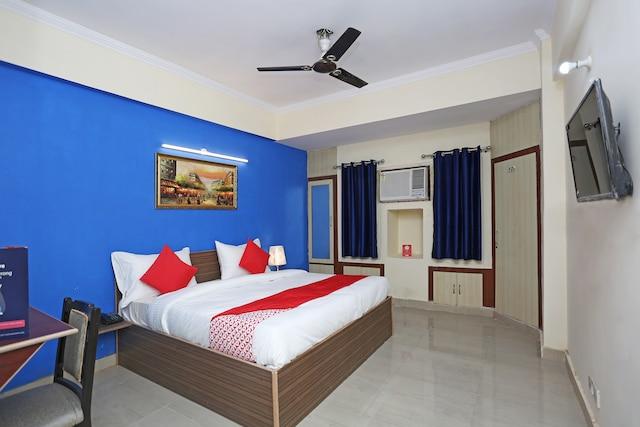 OYO 13278 Hotel Mohan Regency