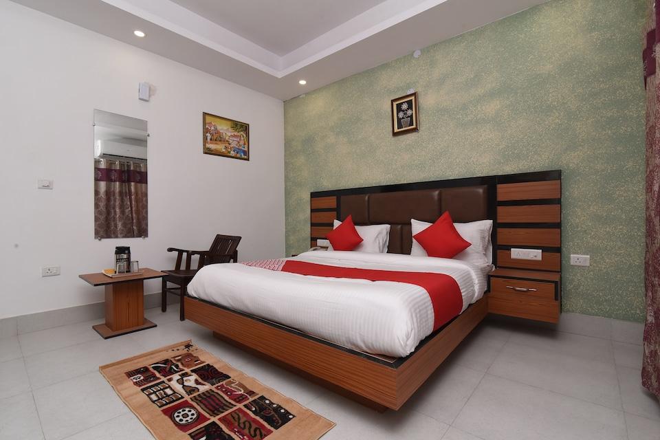 Capital O 13310 Noida Suites