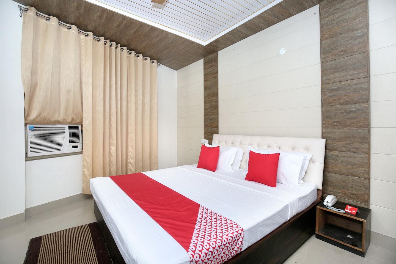 OYO 13368 Hotel Gold Star -1
