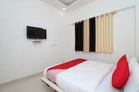 OYO 13406 Hotel Golden Leaf