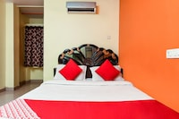 OYO 13425 Sindhura Guest House