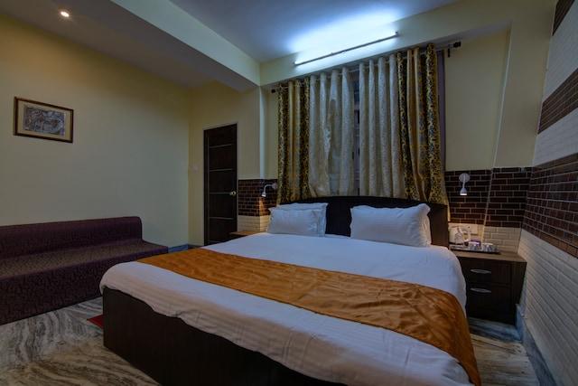 OYO 13465 Greendot Hotel