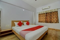 OYO 13489 Garuda Comforts