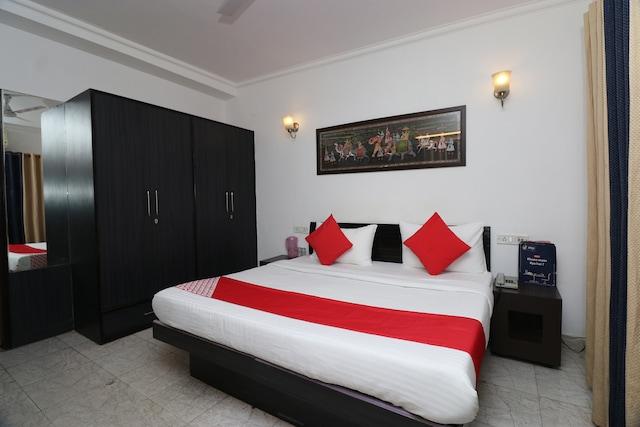OYO 13495 Balaji Residency Saver