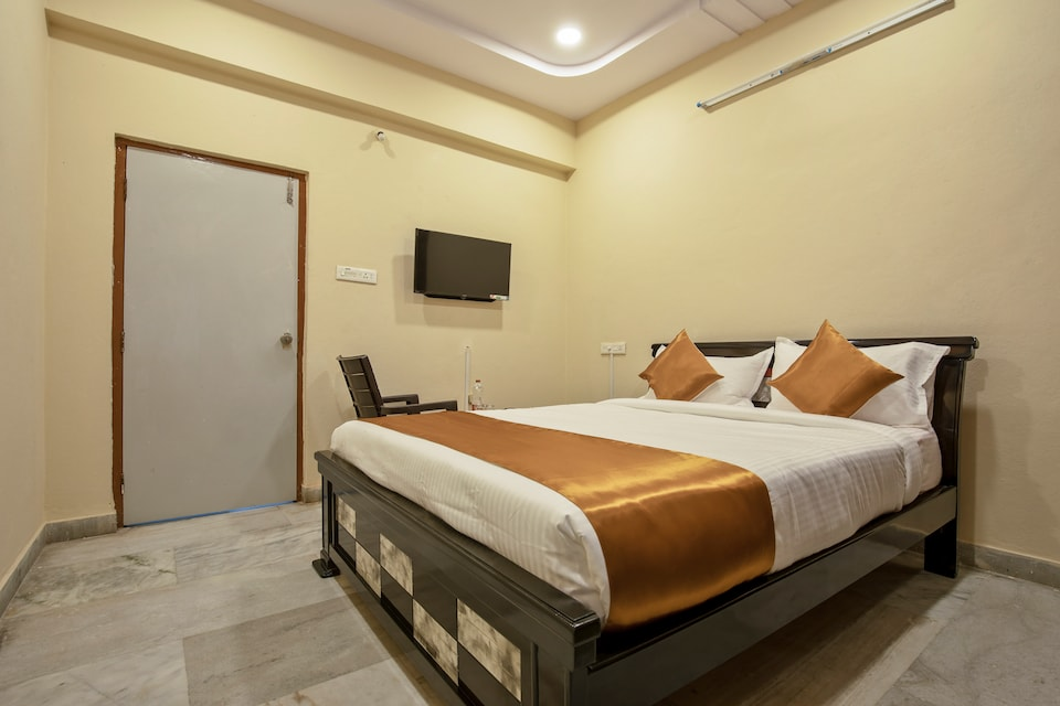 OYO 13550 Hotel Pushpa Grand
