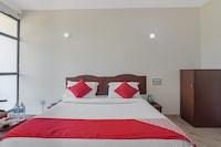 OYO 13581 Hotel Raj