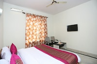 OYO 13592 Royal Stay Inn