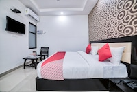 OYO 13637 Crown Residency