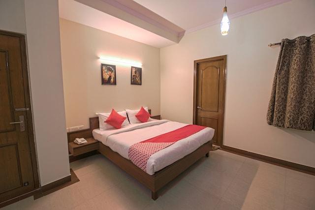 OYO 13643 Hotel Maharaja Palace