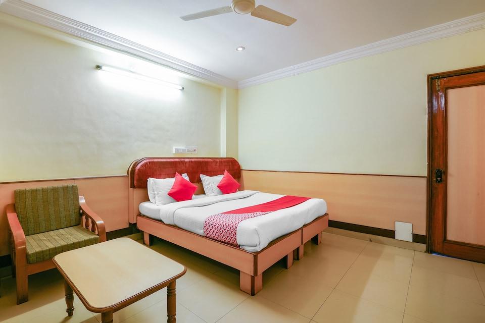 OYO 13647 Hotel Kohinoor Plaza