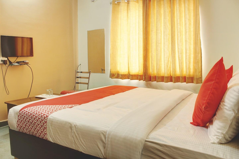 OYO 13670 Skylark Service Apartment -1