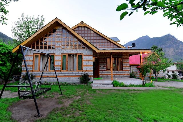 OYO 13679 CRC Paramount Cottage