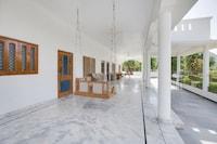 OYO Home 13866 Elegant White 2bhk Badi