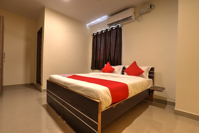 OYO 13869 Hotel Saharsh Grand