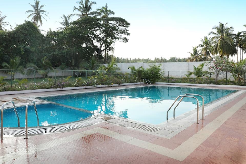 OYO 13893 Stay Simple Brindavan Resort