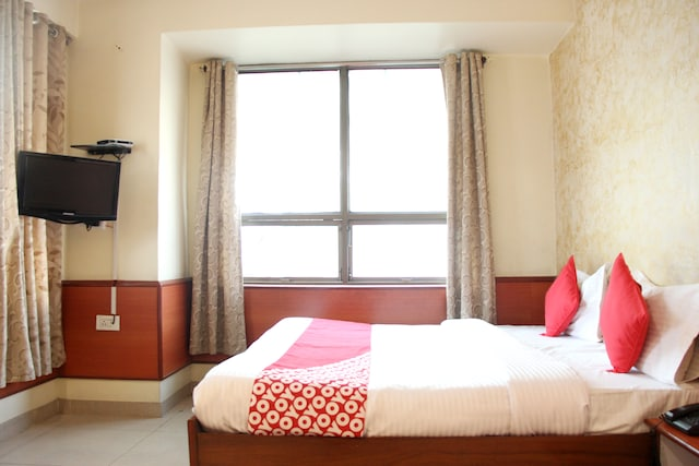 OYO 14067 Hotel Suryamani