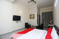OYO 14100 Hotel D Meridien Deluxe