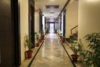 OYO 2617 Hotel Samrat Heavens