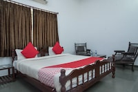 OYO 14119 Hotel Manwar