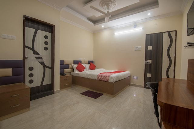 OYO 14174 Good Luck Residency Hotel