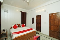 OYO 14185 Laxmi Yellow Guest House