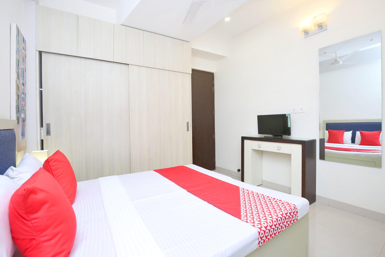 OYO 14186 Royal lake suites