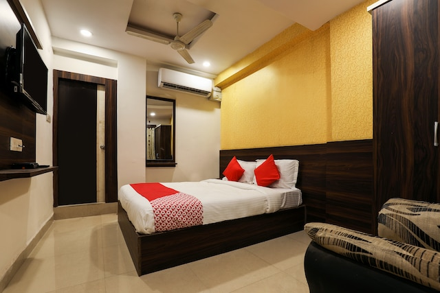 OYO 14194 Hotel Deccan Lodging and Boarding