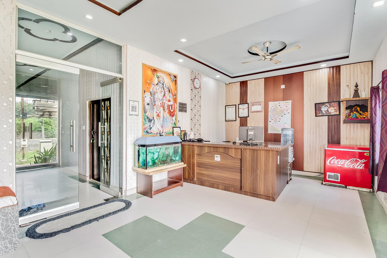 OYO 14219 Hotel Banshi