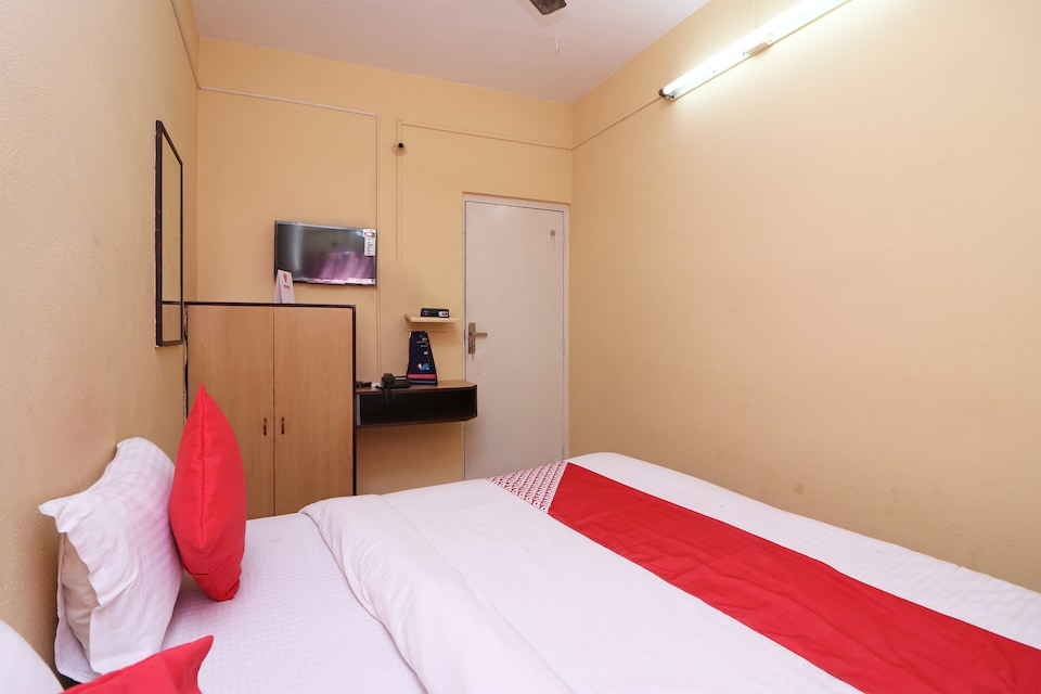 OYO 14232 Behala Guest House