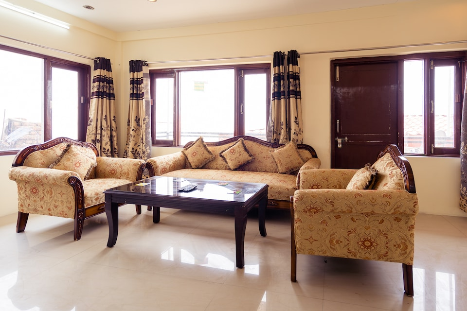OYO Home 14288 Spacious 2BHK Picture Palace