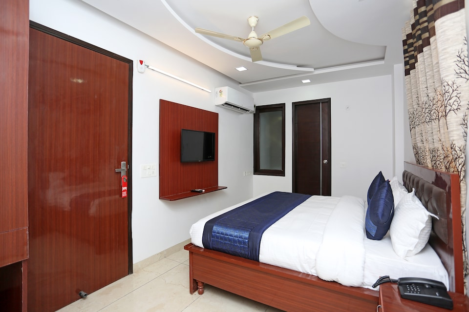 OYO 14384 Luxury Residency