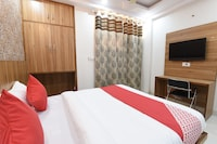 OYO 14387 Luxury Inn