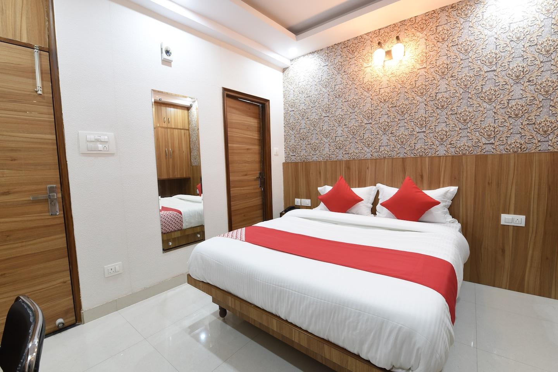 OYO 14387 Luxury Inn -1