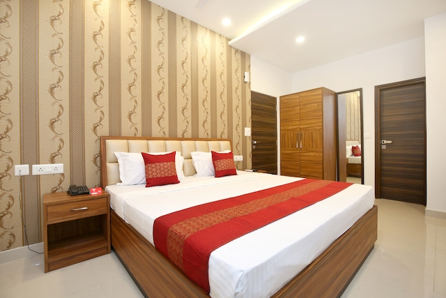 OYO 14392 Hotel Pearl wood Deluxe