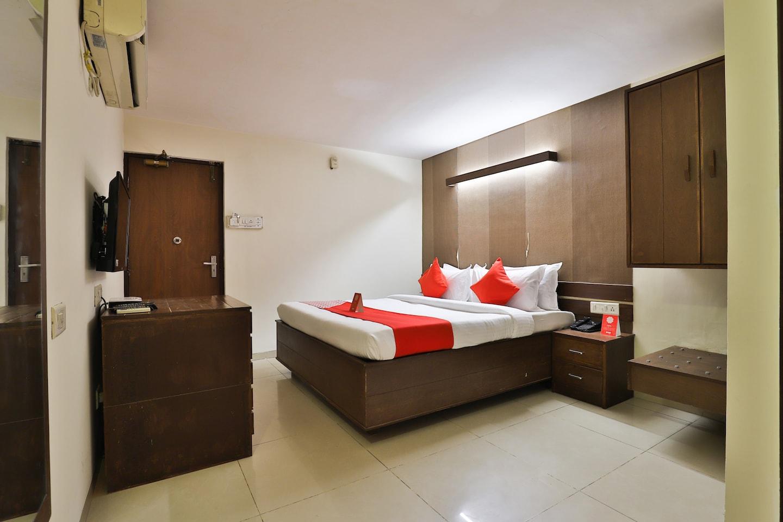 OYO 14411 Hotel Royal -1