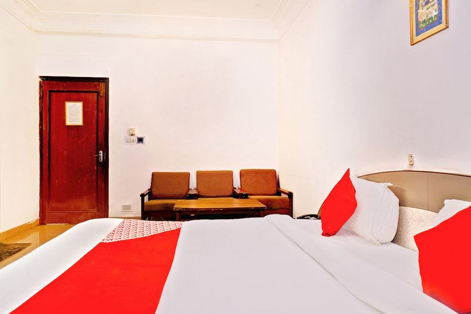 OYO Flagship 14469 Darshan Tower Gitanjali