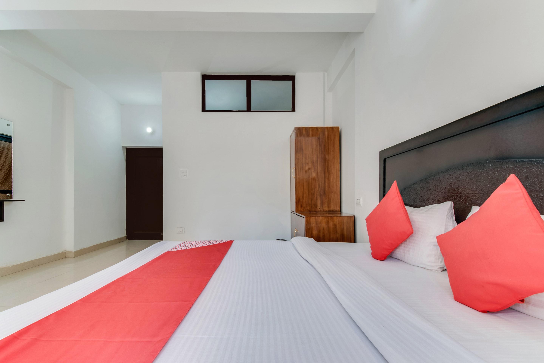 OYO 14560 Hotel Diamond Inn