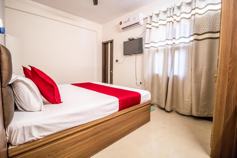 OYO 14565 Hotel Snazzy -1