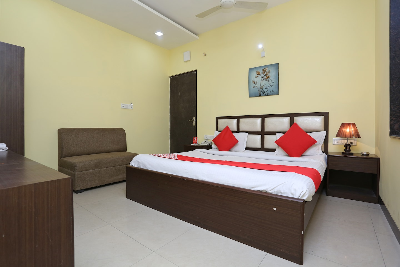 OYO 2660 Hotel Radhe Inn -1