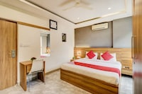 OYO 14799 Canvas Suites