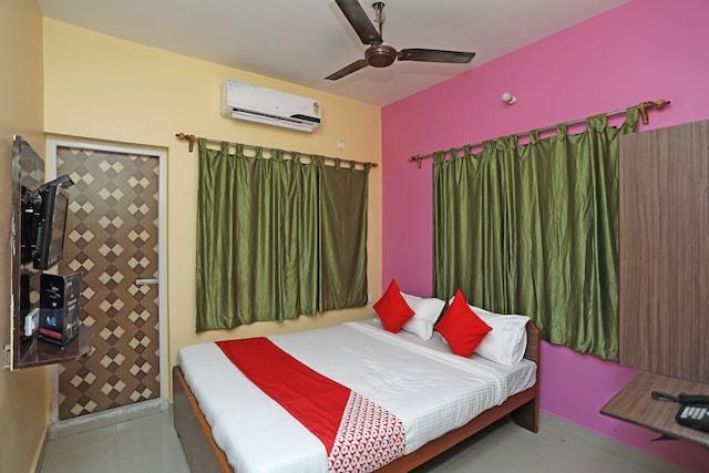 OYO 14818 Sudarshan Apartment Saver