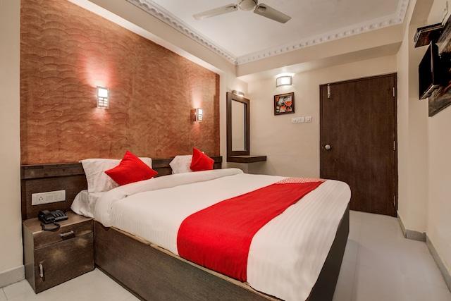 OYO 14897 Hotel Astro Inn