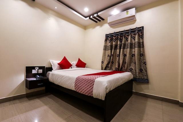 OYO 14925 Harsha Residency