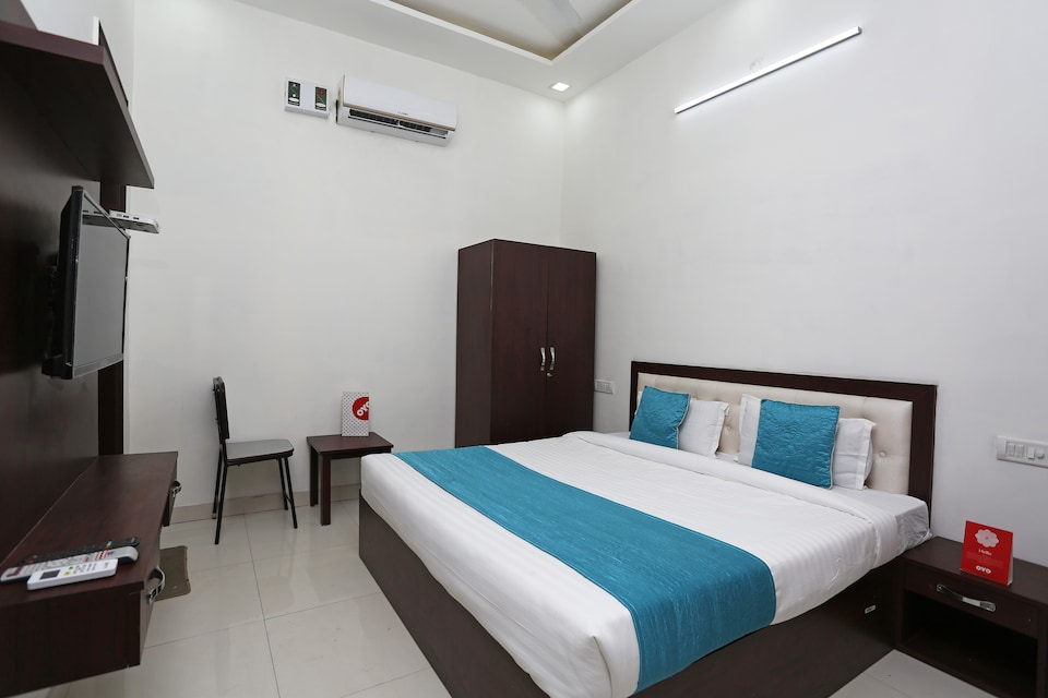 OYO 14971 C D Guest House