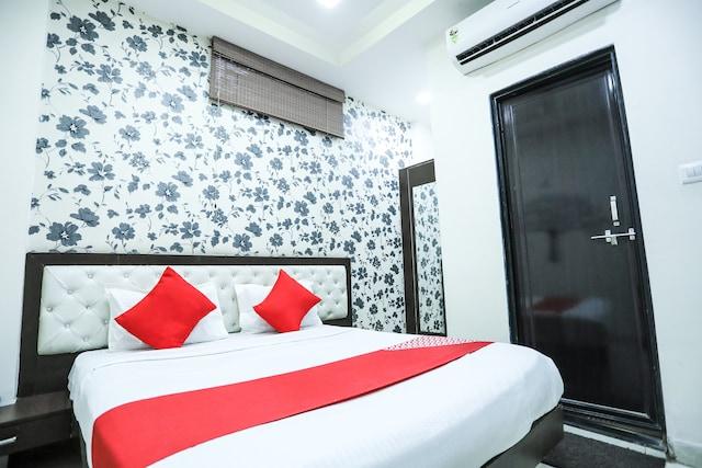 OYO 2681 Hotel Madhuram palace Saver