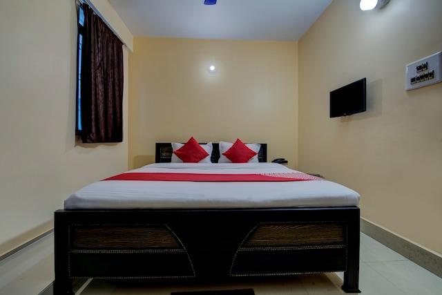 OYO 15071 Hotel Harsh Raj Residency