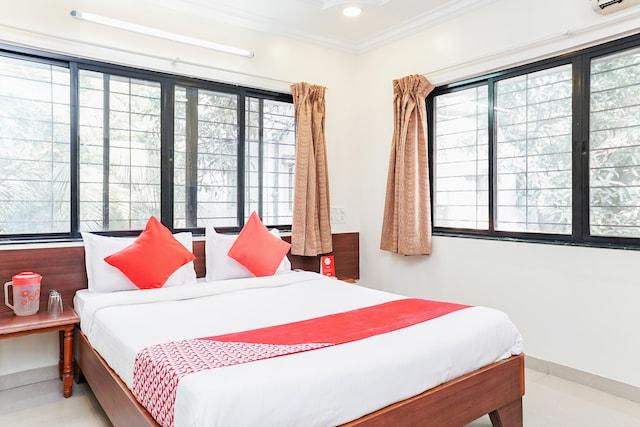 OYO 15090 Hotel Rajdeep