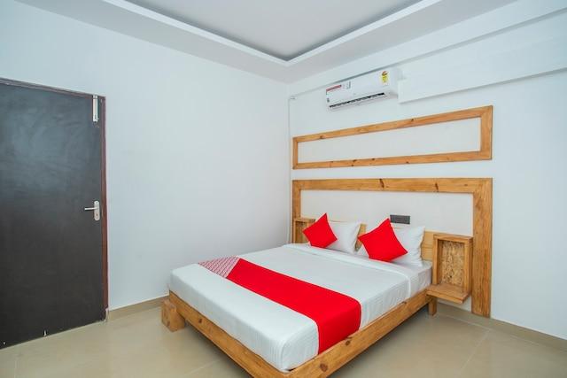 OYO 15111 Greencity Comforts